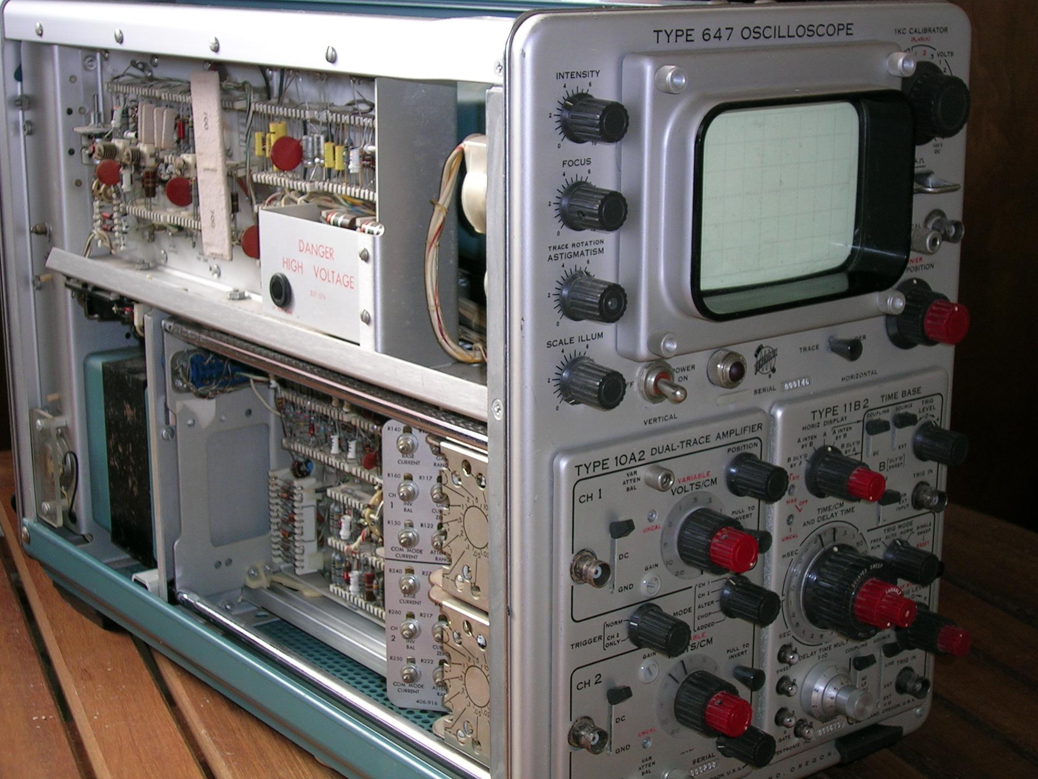 Vintage Tektronix Oscilloscopes : Tektronix oscilloscope